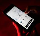 Los coches de Uber y Cabify se frenan en Madrid y repuntan en Barcelona