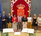 Aguirre, Magdaleno y Regúlez toman posesión como nuevos parlamentarios forales