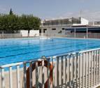 Cortes destina 3,2 millones a la reforma de las piscinas y el campo de fútbol