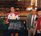 Induráin revive su récord de la hora 25 años después