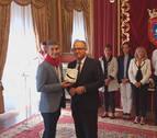 El exárbitro Alberto Undiano Mallenco recibe el cuarto 'Pañuelo de Pamplona'