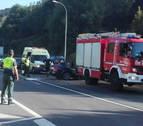 Dos heridos en un accidente entre un camión y un turismo a la altura de Bera