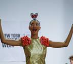 Agatha Ruiz de la Prada sube a la pasarela rodeada de diseñadores latinos