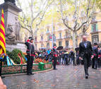 El Govern abre las ofrendas por la Diada con el himno español sonando desde un balcón