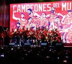 Baño de masas de la selección de baloncesto con la afición tras ser campeona del mundo