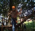 Lekunberri recupera su parque de aventura con 4 circuitos en un robledal