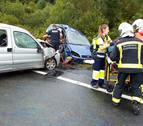 Una mujer fallecida y tres heridos graves en un accidente en la N-121-A en Arraitz