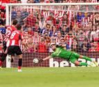 El Athletic de Bilbao gana al Alavés con goles de Raúl García y Muniain