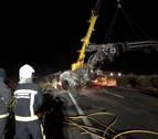 Muere tras salirse de la autopista y arder su camión en Barásoain