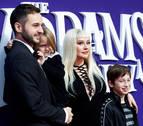 Karol G y Christina Aguilera brillan en el estreno de 'La familia Addams
