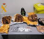 Decomisados en el aeropuerto de Pamplona 7 kilos de carne de cobaya, antibióticos y fruta