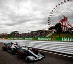 Mercedes lidera los Libres 1 y el tifón retrasa la clasificación al domingo