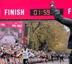 El keniano Eliud Kipchoge destroza el muro de las dos horas en maratón con 1h59:40