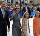 Cientos de personas y el son de las gaitas reciben a la princesa Leonor en Oviedo