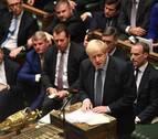 Johnson sufre otro revés al apoyar los diputados un retraso del 'brexit'