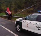 Una conductora, herida leve tras salirse de la vía y volcar en Legasa