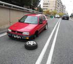 Pierde una rueda y corta la circulación en una calle de Pamplona