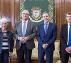 El alcalde se reúne con representantes de la Fundación Tomás Caballero