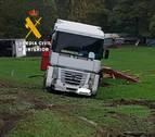 Sin heridos en la colisión entre un todoterreno y un camión en la N-121-A en Arraiz