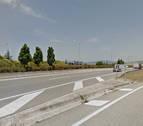 Un coche se sale de la vía y choca contra la mediana en Tajonar