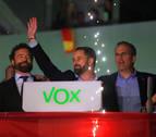 Abascal (Vox) celebra con sus seguidores la