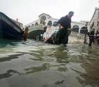 El agua vuelve a subir en Venecia y alcanza los 144 centímetros
