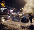 Ileso tras salirse de la vía y arder su vehículo en la PA-30 entre Villava y Ansoáin