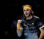 Tsitsipas vence a Federer y luchará por el título de las Finales ATP