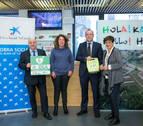 CaixaBank entrega el primero de los cuatro desfibriladores que va a donar a Pamplona