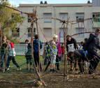 Más de 230 escolares exponen sus obras en el entorno del lago de Mendillorri