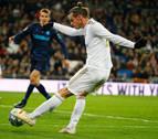 El Real Madrid remonta con bronca histórica del Bernabéu a Bale