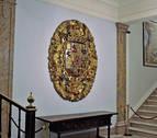 El escudo de armas de 1735 vuelve a enfrentar a Maya y Asiron