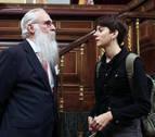 Una diputada de ERC cita a los políticos presos antes de leer la lista de electos