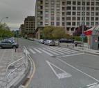 Pinchan 20 ruedas de vehículos aparcados en la calle Acellla de Pamplona