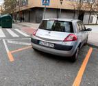 El pintado de la zona azul en la Rochapea no respeta la Ordenanza de Movilidad