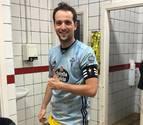 Los jugadores de la Peña Azagresa recibieron las camisetas del Celta de Vigo