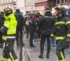 La caída de cascotes por el viento en la calle el Carmen obliga a cerrar Doña Manolita