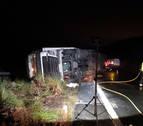 Un herido al volcar un camión en la AP-15 en Unzué