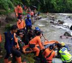 Al menos 26 muertos tras despeñarse un autobús por un barranco en Indonesia