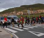 Vecinos de Olloki 'cortan' la ronda para reclamar un semáforo