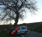 Muere un pamplonés de 19 años al chocar su furgoneta contra un árbol en Gazólaz