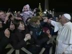 El Papa pide disculpas por reprender a una mujer que le tiró del brazo bruscamente