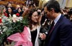 Aplausos y un ramo de flores de Podemos a Aina Vidal, tras contar que sufre cáncer