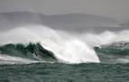 Las olas superan los diez metros en la costa de Cantabria