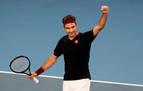 Wozniacki echa el cierre en un día sufrido para Federer