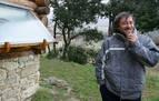 """El fallecido en Artaza &quotvivía feliz con sus hijas en una casa de troncos que hizo con sus manos"""""""