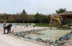 Las piscinas de Oteiza, en obras para frenar fugas de miles de litros al día