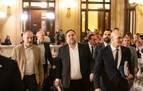 Los exconsellers presos llegan al Parlament entre aplausos y gritos de libertad