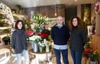 Los tres nietos de la emprendedora Felisa, primera dueña de Floristería Torrens