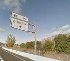 Gurelur denuncia un vertido ilegal de toneladas de ropa usada en Ziordia